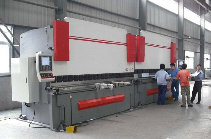 Tandem Bending machine for metal sheet